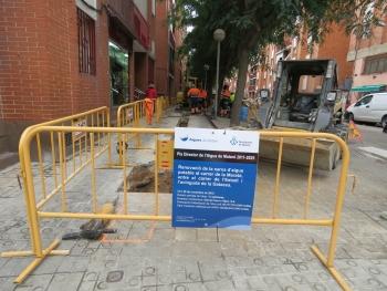Obras en la acera de mar de la calle de la Maratón. Foto: Ayuntamiento